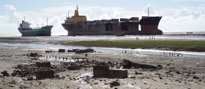 SsHIPBREAKING YARD